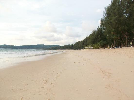 Dusit Thani Laguna Phuket: beach by the hotel
