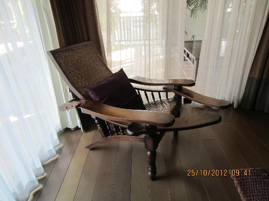 RarinJinda Wellness Spa Resort: Style chair in room