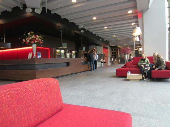 Ramada Apollo Amsterdam Centre: View in the lobby