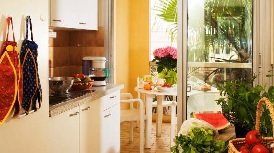 Le Massena Residence Cannes: Cuisine et terrasse
