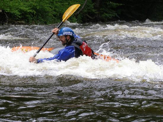 Hawk Mountain Lodge: Kayaking programs on site