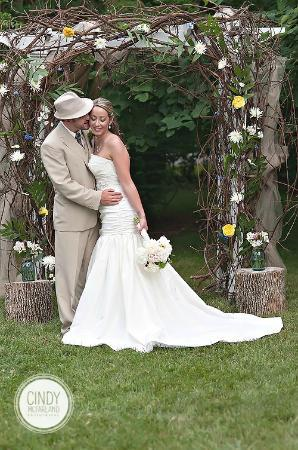 Burke Manor Inn: Garden Weddings