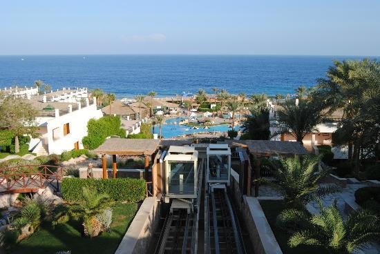 Hilton Sharm Waterfalls Resort: Funicular