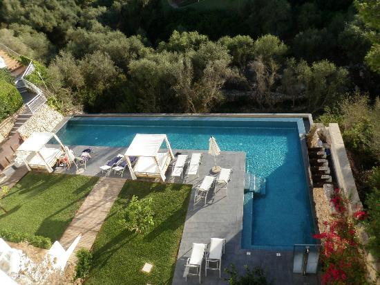 Ferrera Beach Apartments Pool