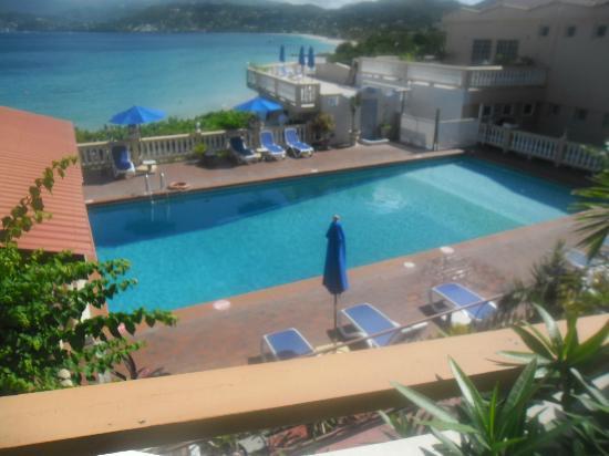 The Flamboyant Hotel & Villas: pool area
