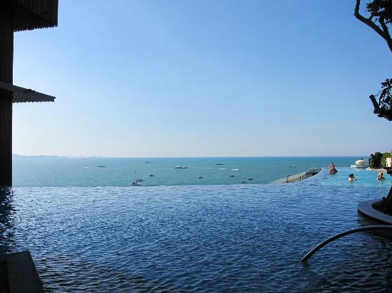 Hilton Pattaya: Infinity Pool