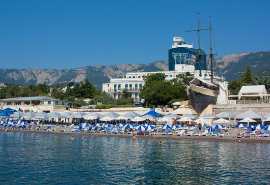 Hotel Oreanda: View from the sea