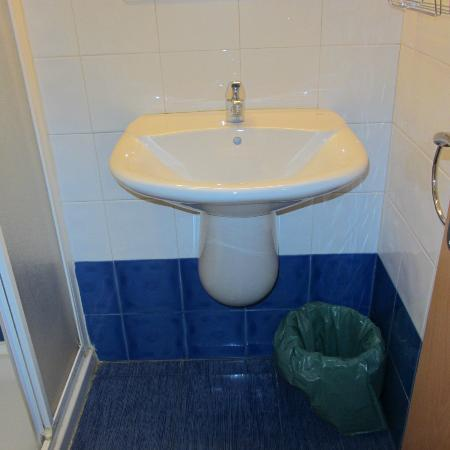 Hostal Romero: Baño.