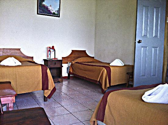 Hotel Sakcari: Triple room available with 3 twins or 1 king and 1 twin