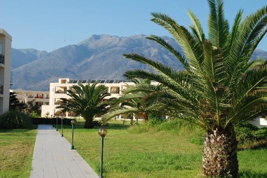 Kournas, Hellas: Droga z hotelu na plażę