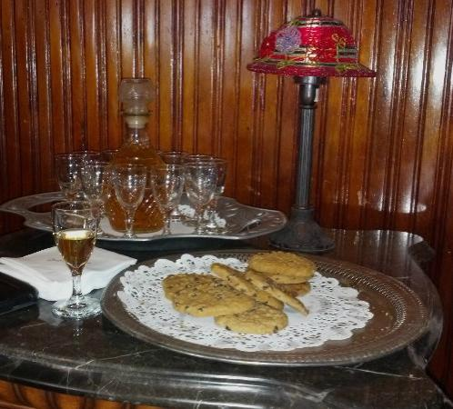 Queen Anne Hotel: Afternoon Cookies and Sherry
