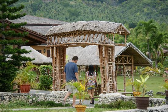 Bodos Bamboo Bar Resort: entrance at the resort