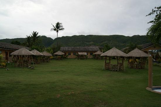 Bodos Bamboo Bar Resort: view from pool into the resort