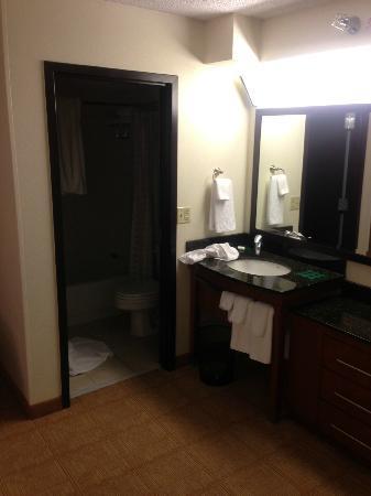 Hyatt Place Dallas-North: Bathroom/sink