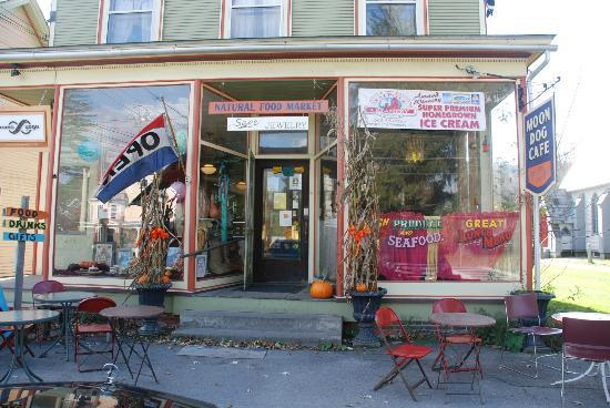 Moon Dog Cafe: Not a General Store, a Great Store!