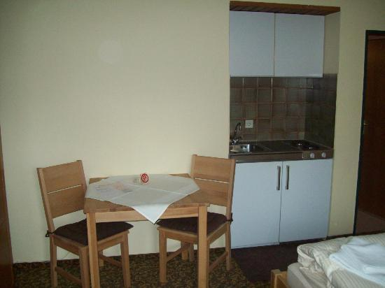 Appartement Gästehaus Köpf: ANGOLO COTTURA IN CAMERA