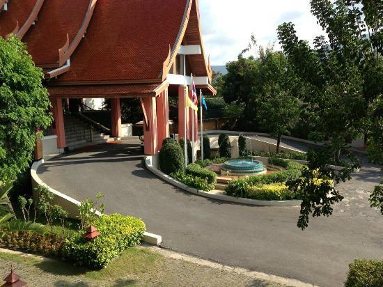 Samui Buri Beach Resort: Hoteleinfahrt