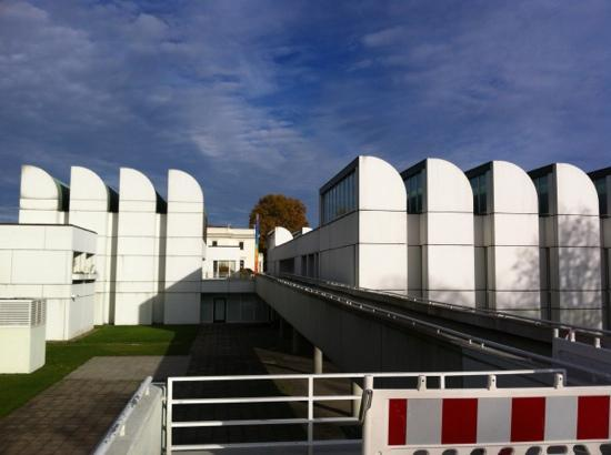 Front Of Bauhaus Archive Bild Von Bauhaus Archiv Museum Für