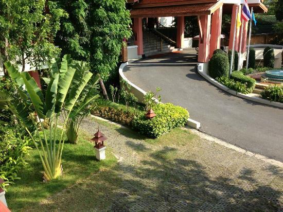 Samui Buri Beach Resort: Blick auf den Hoteleingang