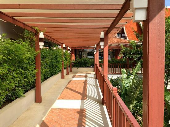 Samui Buri Beach Resort: Richtung Lobby