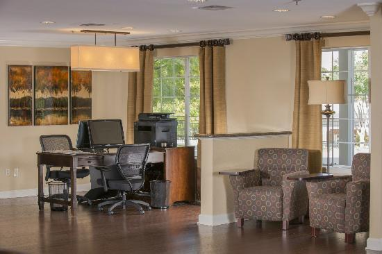 BEST WESTERN PLUS Lake Lanier Gainesville Hotel & Suites: Business center in lobby