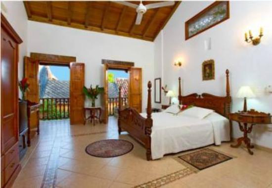 Hotel Casa del Curato: habitacion suite con balcon a la calle