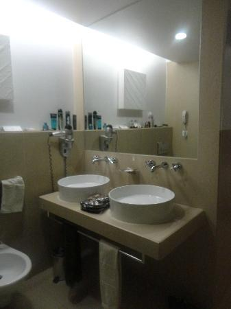 Sao Rafael Suites: luxury bathroom