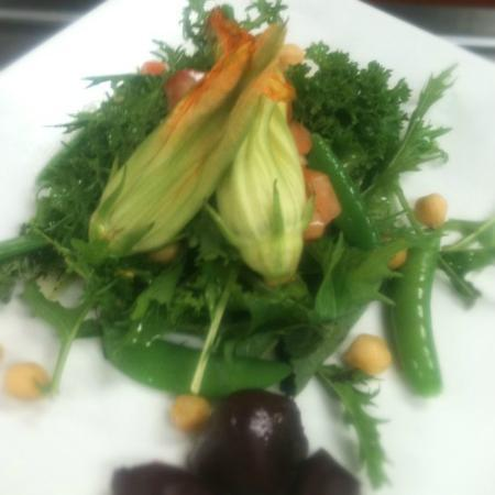 Muse Restaurant & Cafe: Seasonal changing Farm salad with local greens and vegetables
