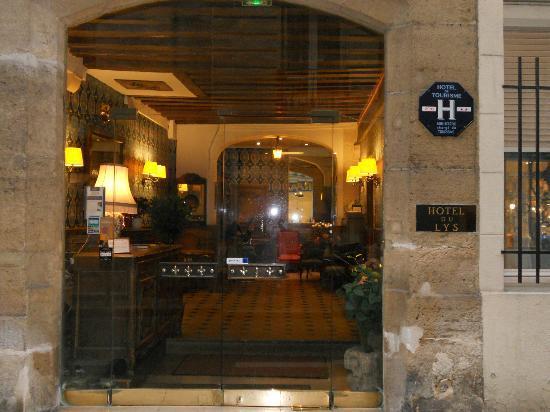 rue serpente picture of hotel du lys paris tripadvisor. Black Bedroom Furniture Sets. Home Design Ideas