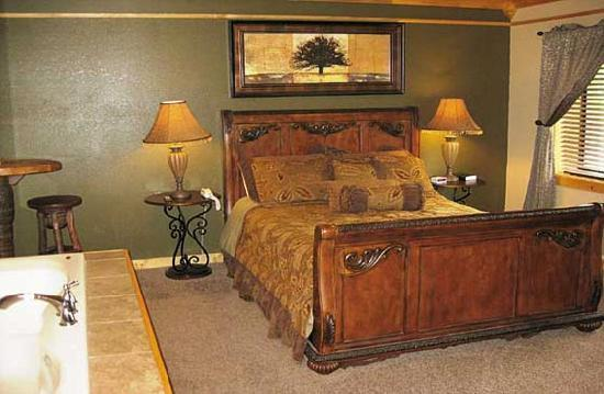 Baskins Creek Nestle Inn: Beautiful Honeymoon Rooms in downtown Gatlinburg