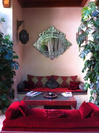Riad Flam: relaxation area on ground floor