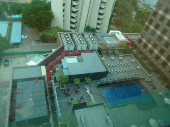 Grand Mercure Singapore Roxy: Blick zum Pool