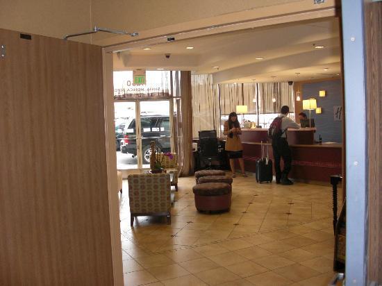 Holiday Inn Express West Los Angeles: Recepción hotel.