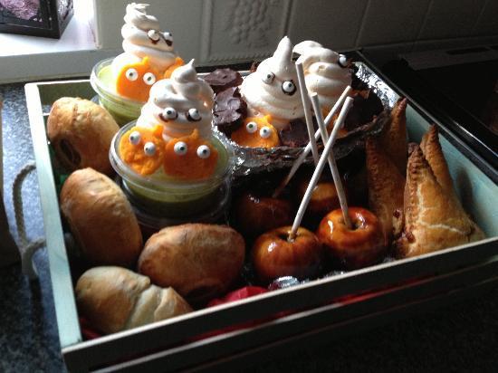 Juniper's Pantry: Junipers Halloween hamper