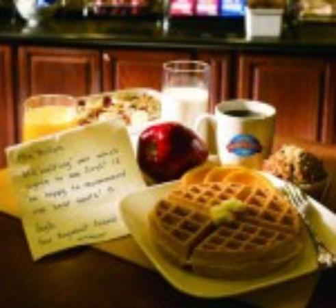 Baymont Inn & Suites Anaheim: Make your own waffles