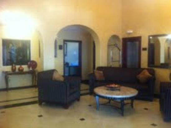 Baymont Inn & Suites Anaheim: Lobby and Business Center