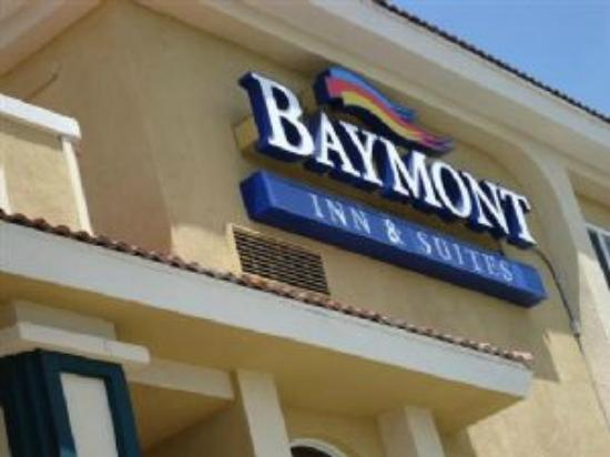 Baymont Inn & Suites By Wyndham: Exterior Baymont Sign