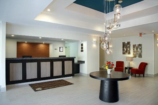Comfort Inn - Chandler / Phoenix South: Front Desk Guest Lobby