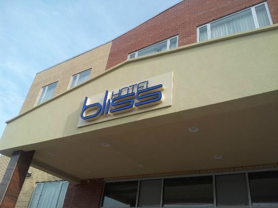 Hotel Bliss: Main Entrance
