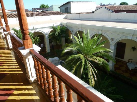 La Perla Hotel: Courtyard