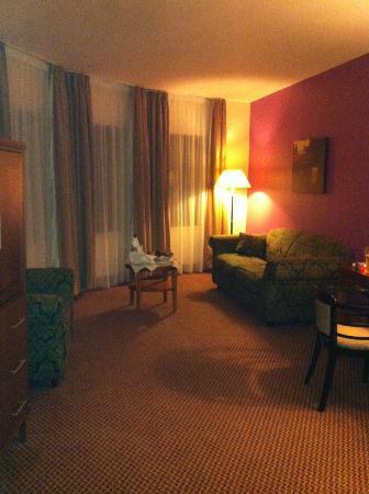 Great National Ballykisteen Golf Hotel: spacious sitting area of room