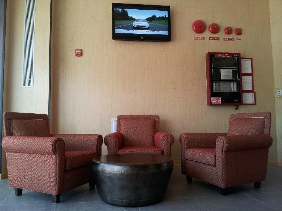 Hotel Bliss: Lobby