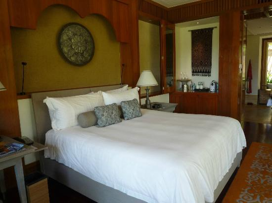 Four Seasons Resort Langkawi, Malaysia : what a bed sheer bliss