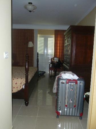 IBEROSTAR Grand Hotel Trinidad: Amplia habitación (standar), bonitos muebles y nuevos.