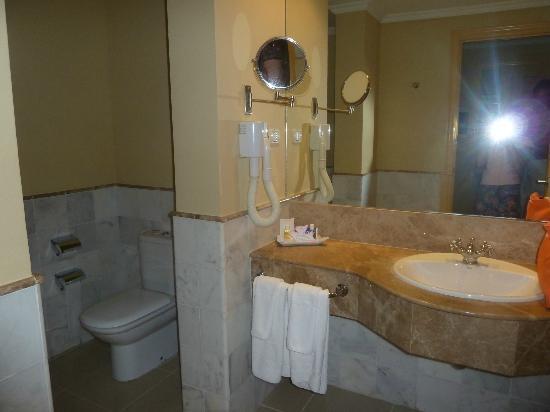 Iberostar Grand Hotel Trinidad: Buen cuarto de baño, grande y bien servido