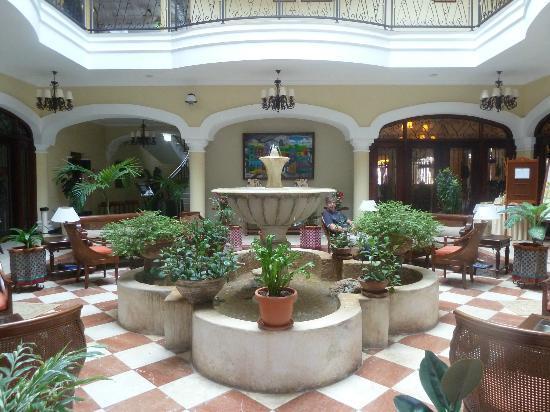 Iberostar Grand Trinidad: patio interior y recepción
