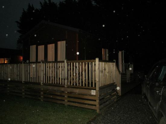 Westholme Estate: Lodge in the dark and the rain! Sorry! Maple Lodge VIP (no 11)