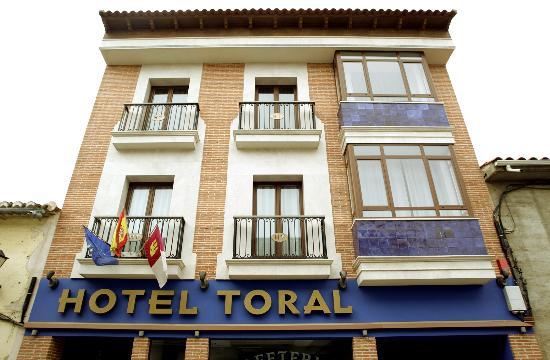 Hotel Toral: FACHADA