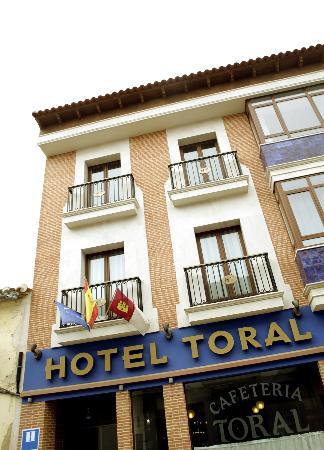 Hotel Toral : FACHADA