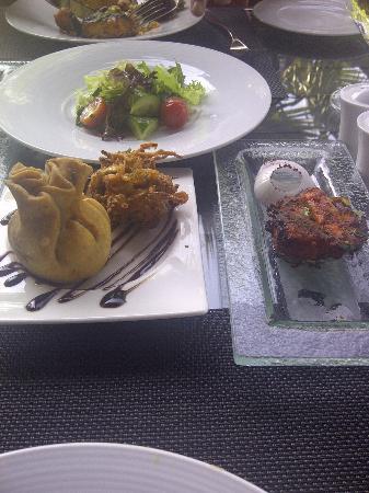 Rangoli at Yas Island Rotana : Small portions of everything